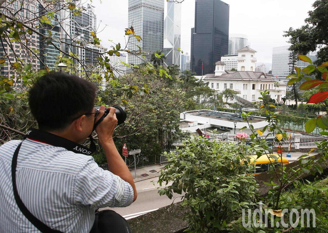 高雄市長韓國瑜出訪香港,媒體從高點拍攝港首禮賓府。記者劉學聖/攝影