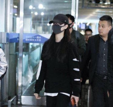 歐陽娜娜21日抵達北京。圖/摘自鳳凰網
