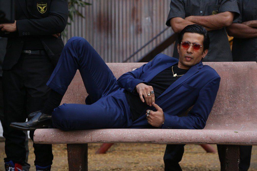 印度實力派演員葛桑迪瓦亞在「跳痛先生」飾演大反派,並分飾兩角。圖/華映提供