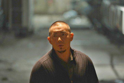 杜汶澤在即將於月底來台上映的新片「G殺事件」中,扮演邪氣惡警「龍爺」,上班時濫用職權,下班後更藉警探身分白嫖,情節相當大膽。他對詮釋任何角色都沒包袱,談起政治話題更不設限,坦言:「香港只會越來越差不...