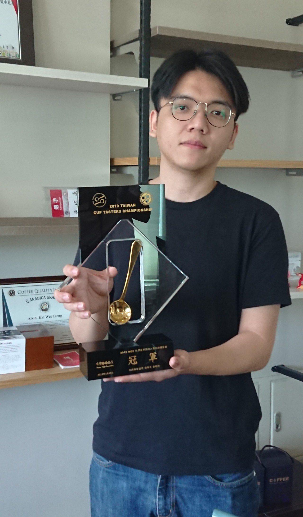 竹科工程師「不務正業」 拿下咖啡杯測冠軍
