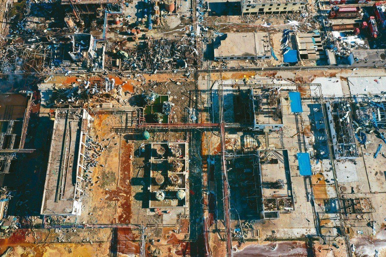 無人機拍攝的江蘇鹽城響水化工廠爆炸事故現場。 (新華社)