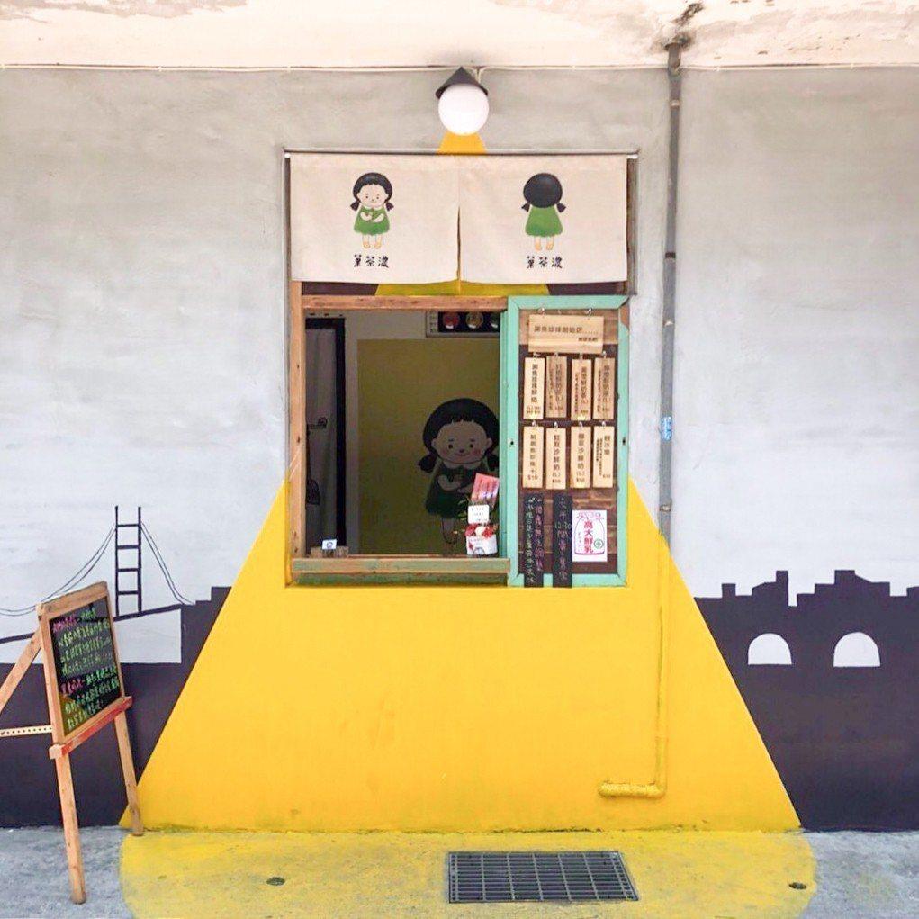 「菓茶濃」隱身在花蓮市林森路273巷的彩繪牆旁。圖/菓茶濃提供