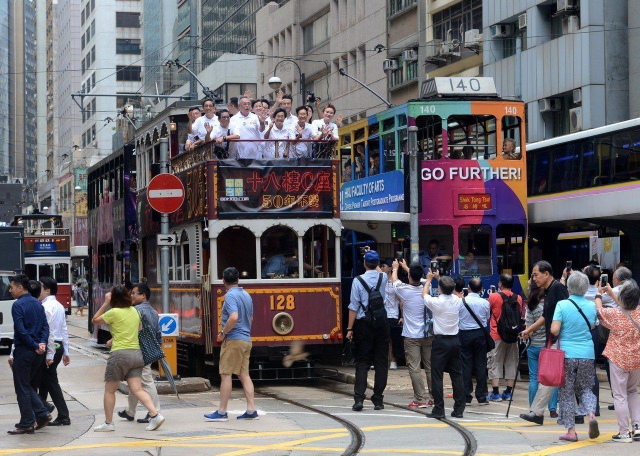 香港男女全球最長壽的第一,是由日本厚生省宣布的,因為香港替代了日本的第一地位。(...