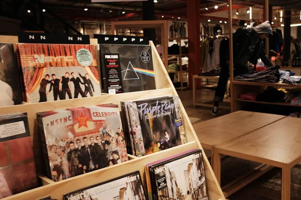 市面上仍買得到經典黑膠唱片。  (法新社)
