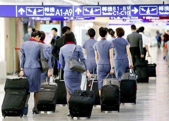 中華航空員工2018年6月24日罷工,資深空服員黃致豪謊稱總統專機上「有炸彈」。...