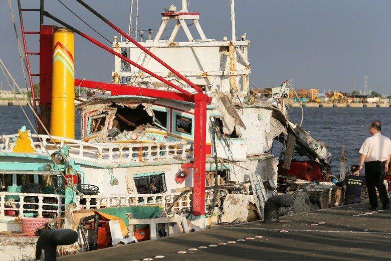海軍誤射雄三飛彈,當時在澎湖海域作業的翔利昇號漁船遭擊中,船長黃文忠當場死亡。圖...
