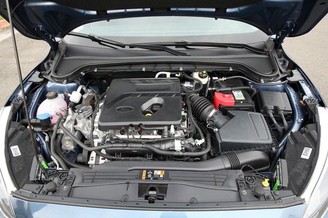 福特汽車FOCUS,引擎室。 記者曾吉松/攝影