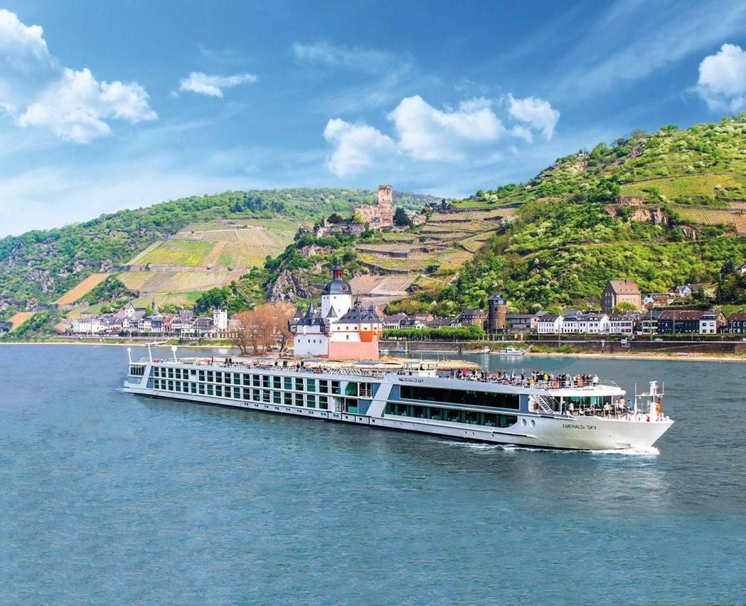 巨匠旅遊包下Dawn黎明號河輪,有「海上城堡」美稱,全程10天暢遊歐洲五國。Em...