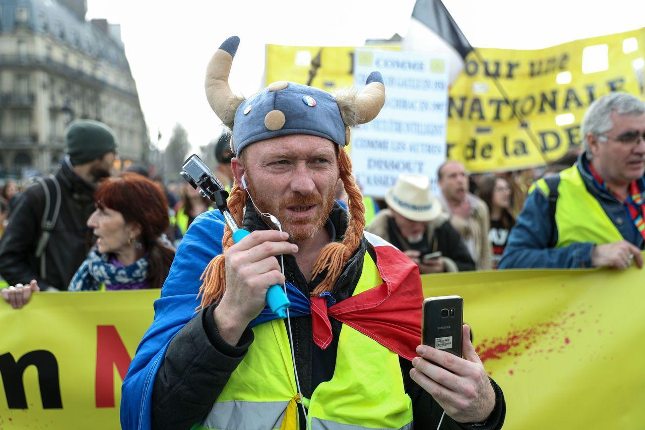 法國「黃背心」示威民眾再次展開抗議活動。 法新社