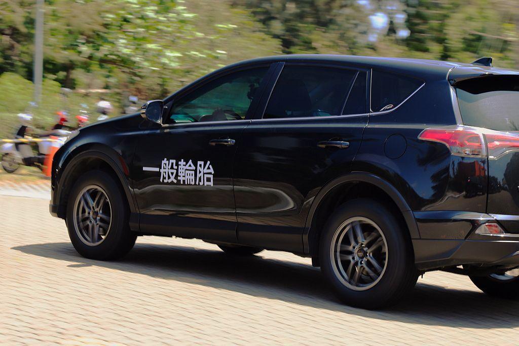 一般輪胎表現其實就符合多數休旅車主的需求,如輪胎噪音、路面回饋感受等都沒有太多可挑剔之處,不過普利司通ECOPIA H/L001卻能再更出色。 記者張振群/攝影