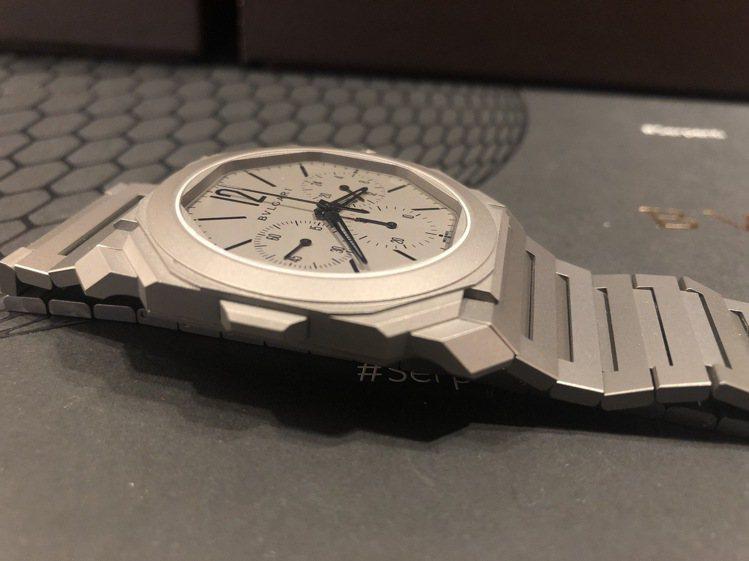 OCTO FINISSIMO 超薄計時 GMT 自動上鍊腕表,42毫米鈦金屬表殼...