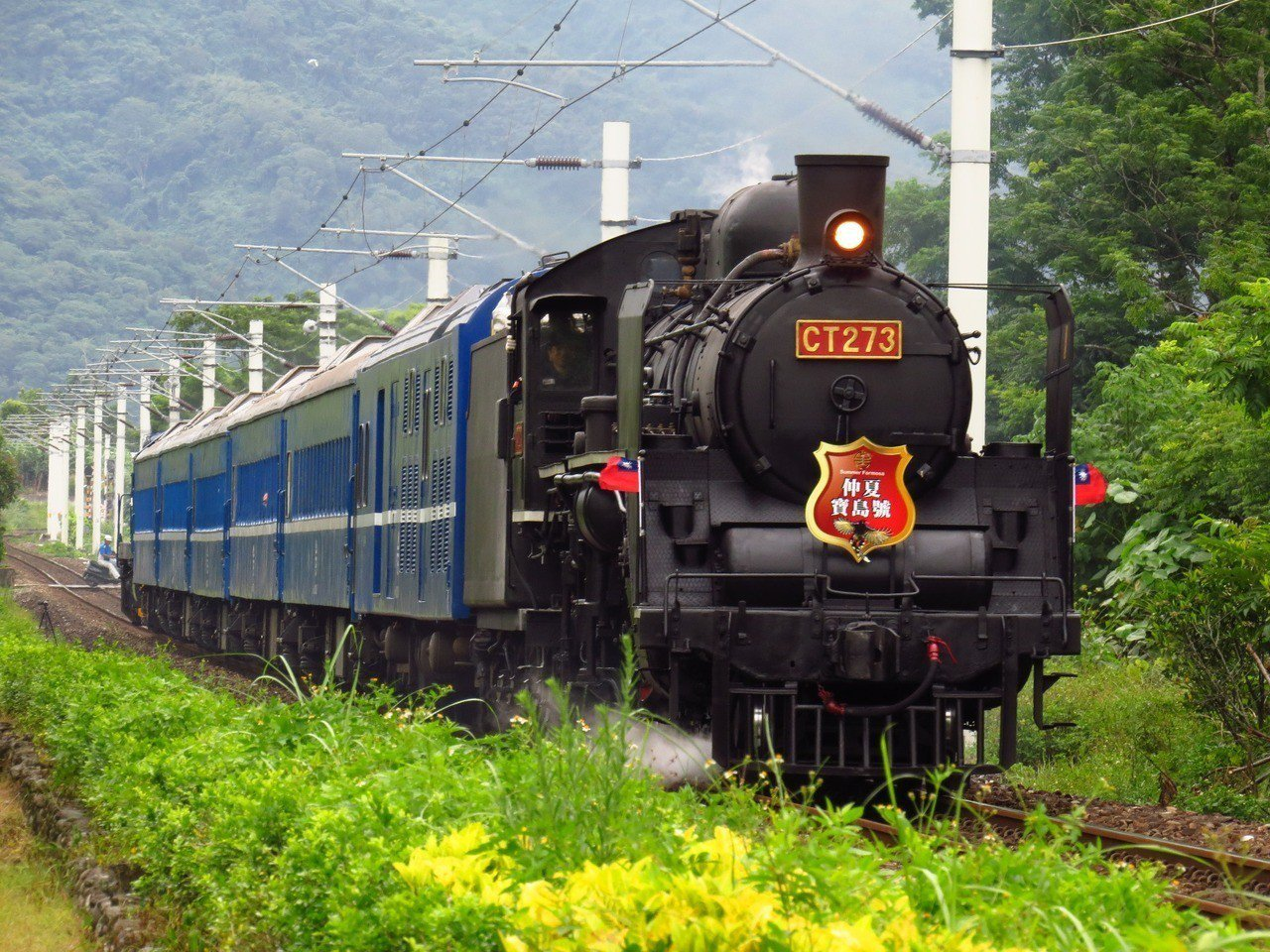 由 CT270國寶級蒸汽機車牽引牽引莒光號車廂的「仲夏寶島號」的3天2 夜環島行...