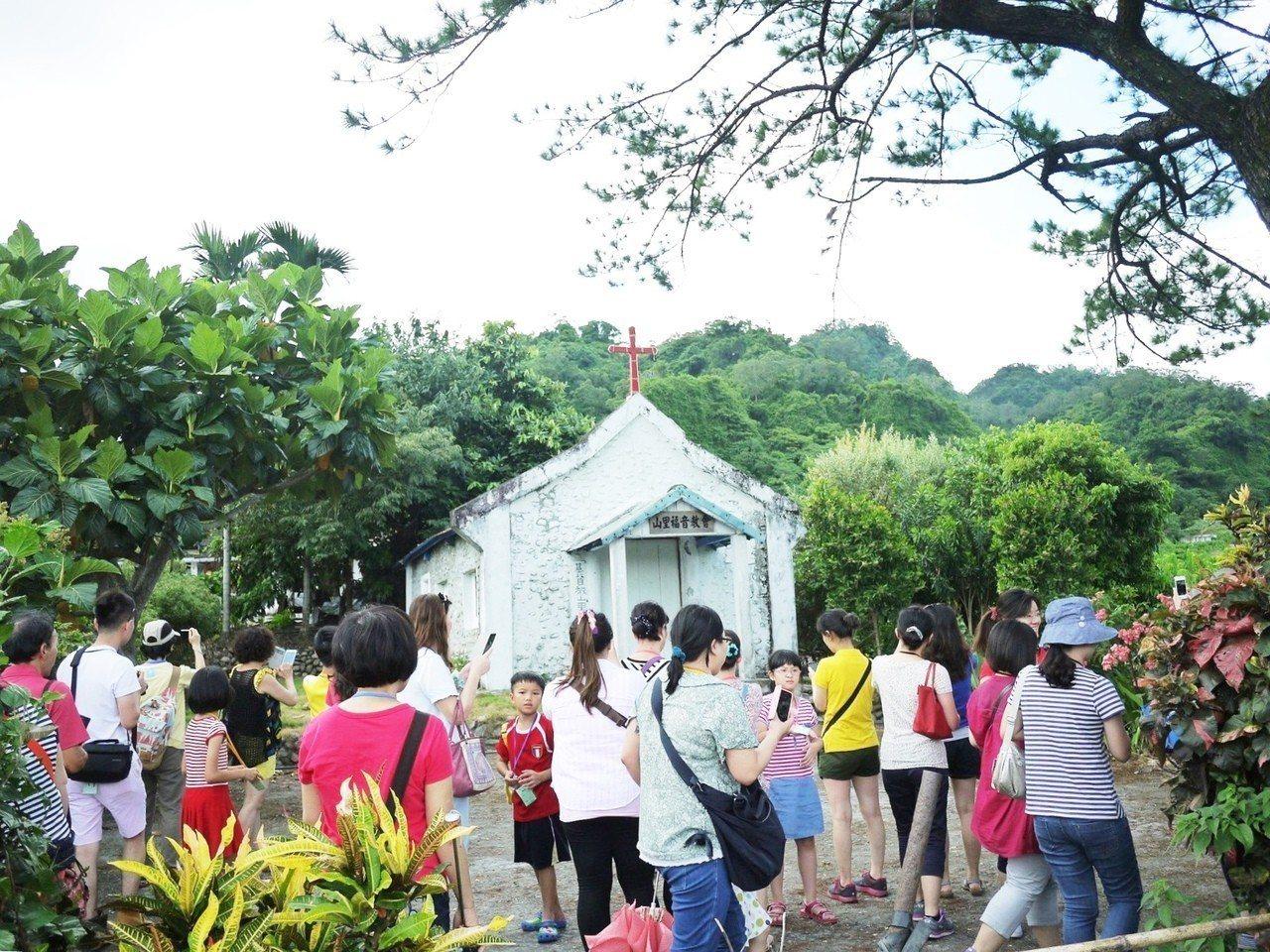 搭乘「仲夏寶島號」展開3天2 夜環島行程,可體驗台東「小巧」古典的山里教堂。圖/...