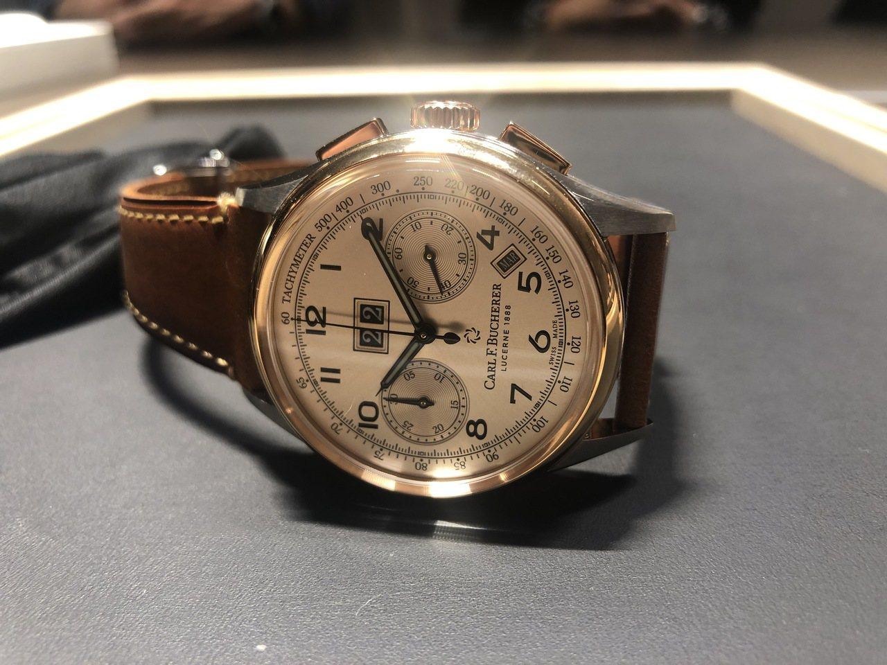 寶齊萊傳承系列年曆雙盤計時碼表精鋼及玫瑰金款,35萬5,000元。記者孫曼/攝影