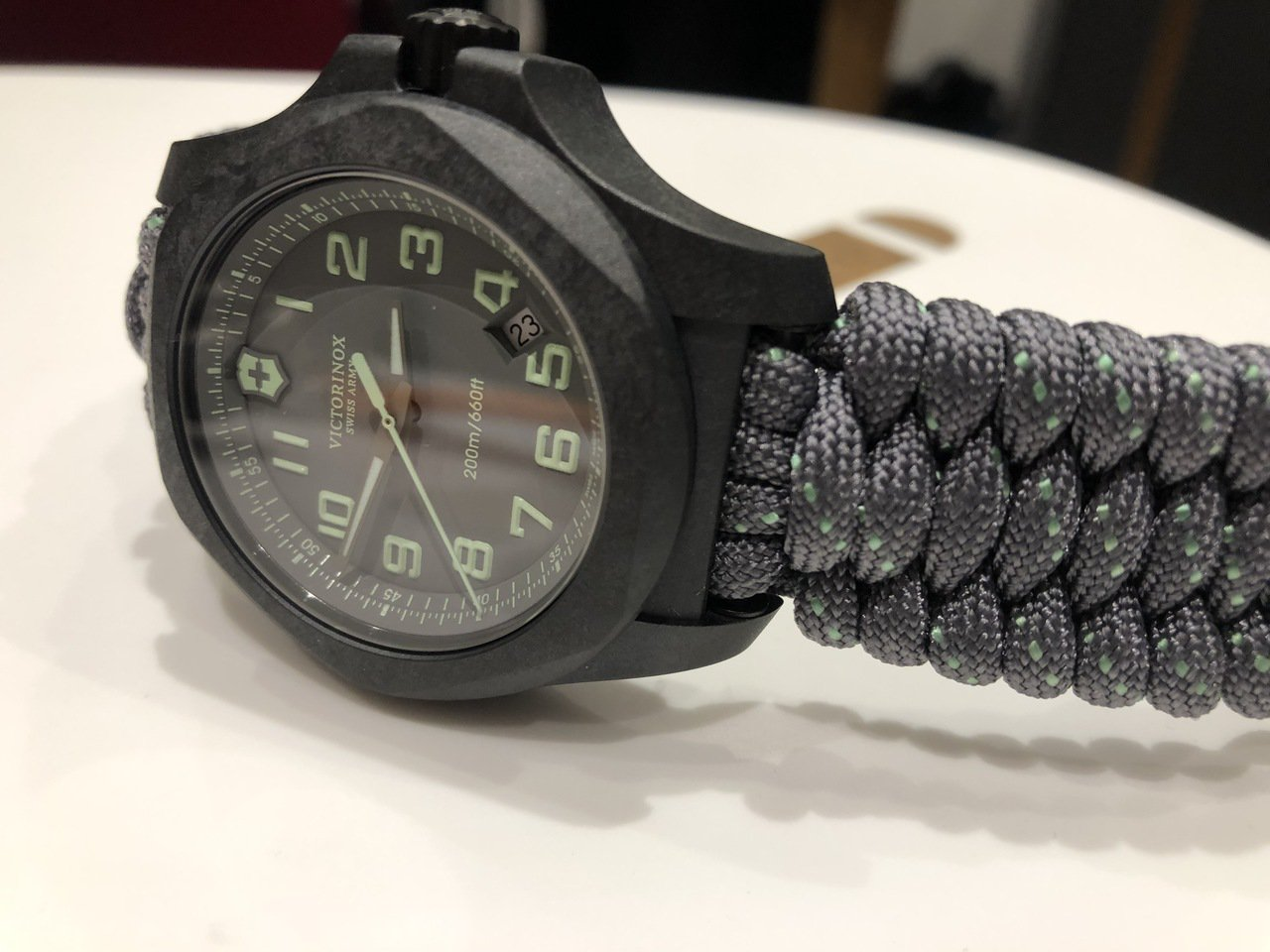 I.N.O.X. Carbon 43毫米碳纖維腕表灰色款,33,000元。記者孫...