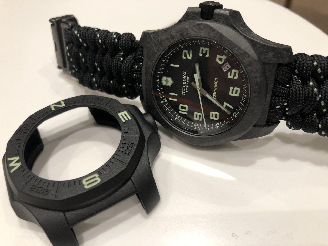 I.N.O.X. Carbon 43毫米碳纖維腕表黑色款與同色防撞環,33,00...