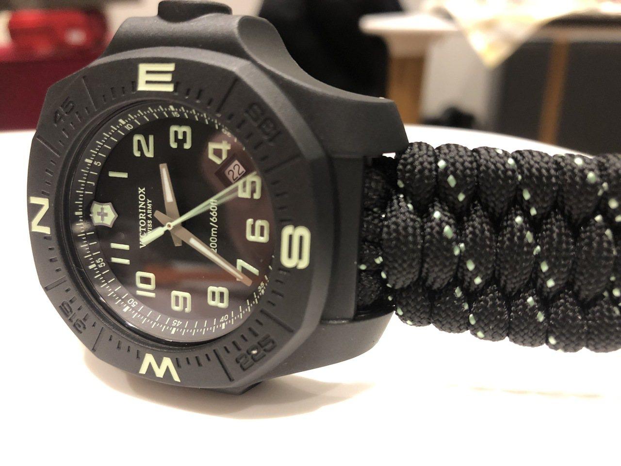 I.N.O.X. Carbon 43毫米碳纖維腕表黑色款,裝上防撞環,33,00...