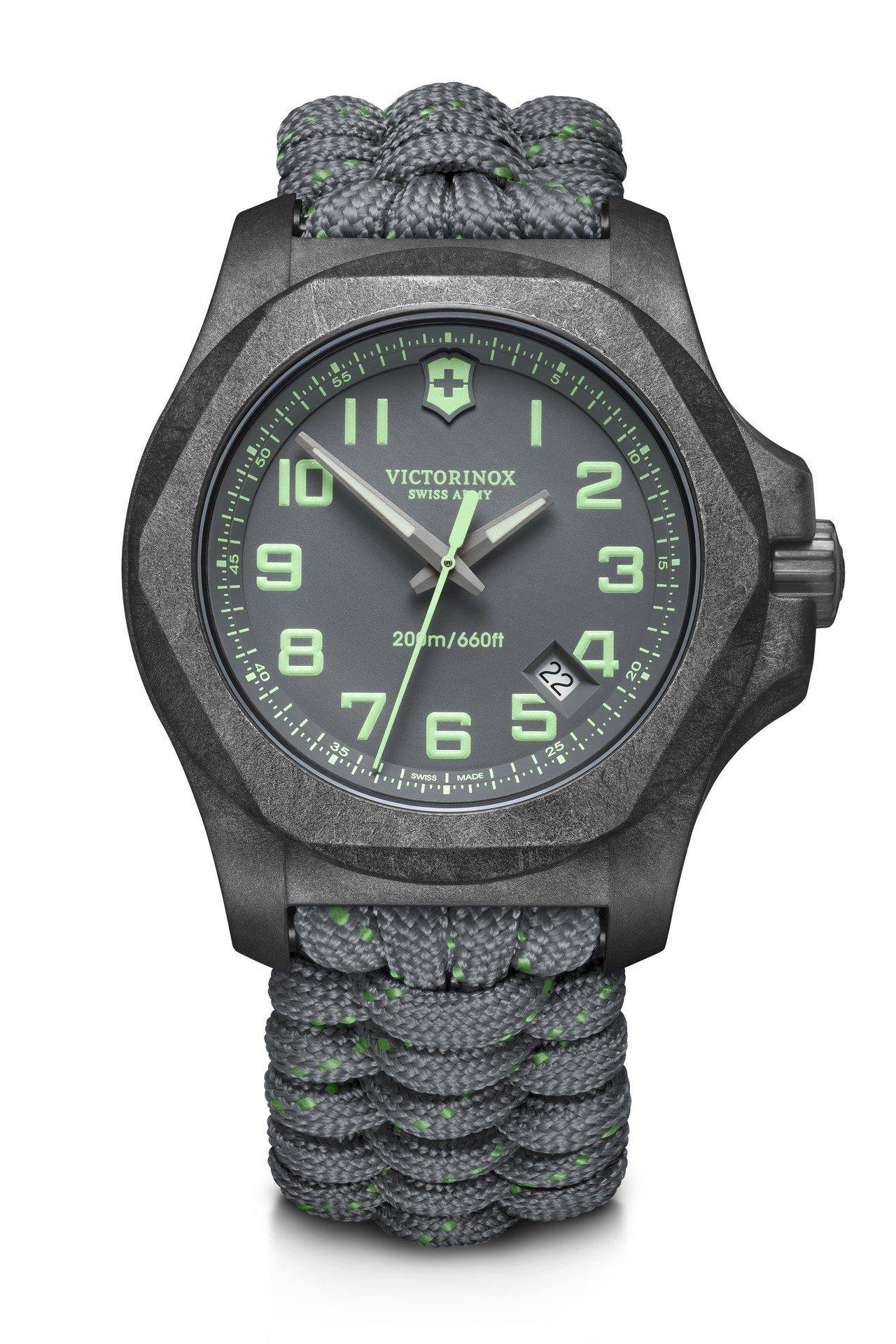 I.N.O.X. Carbon 43毫米碳纖維腕表灰色款,33,000元。圖/瑞...