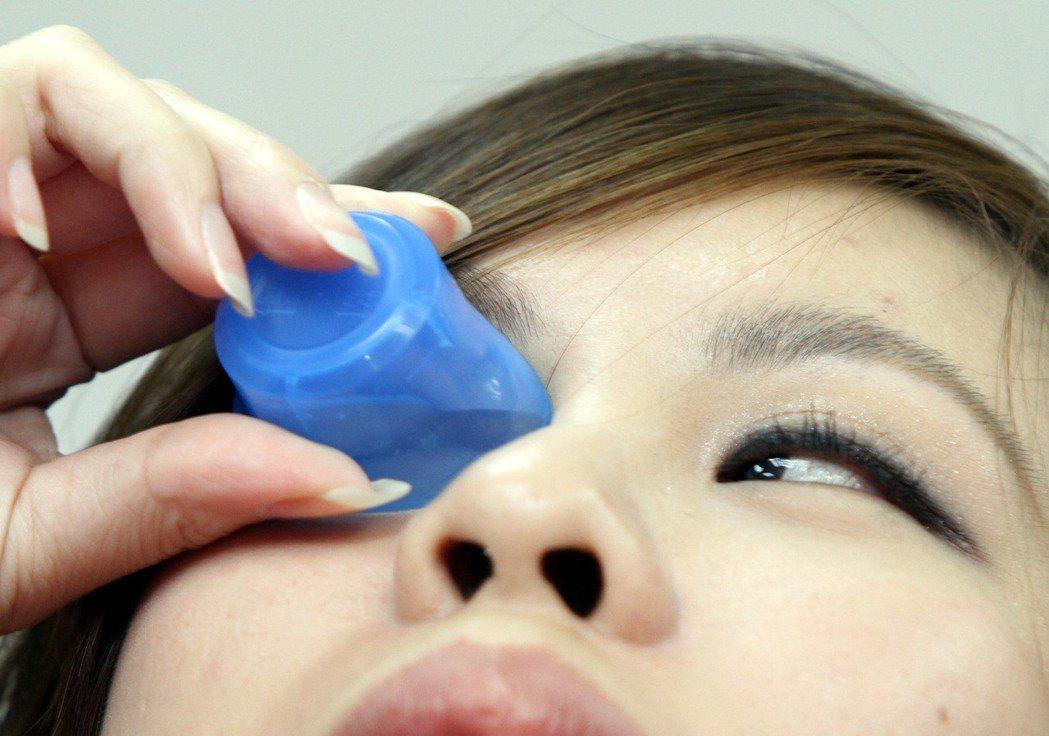 眼睛到底該不該使用市售洗眼液,醫師表示,淚水就是最好的滋潤液。圖/本報資料照片
