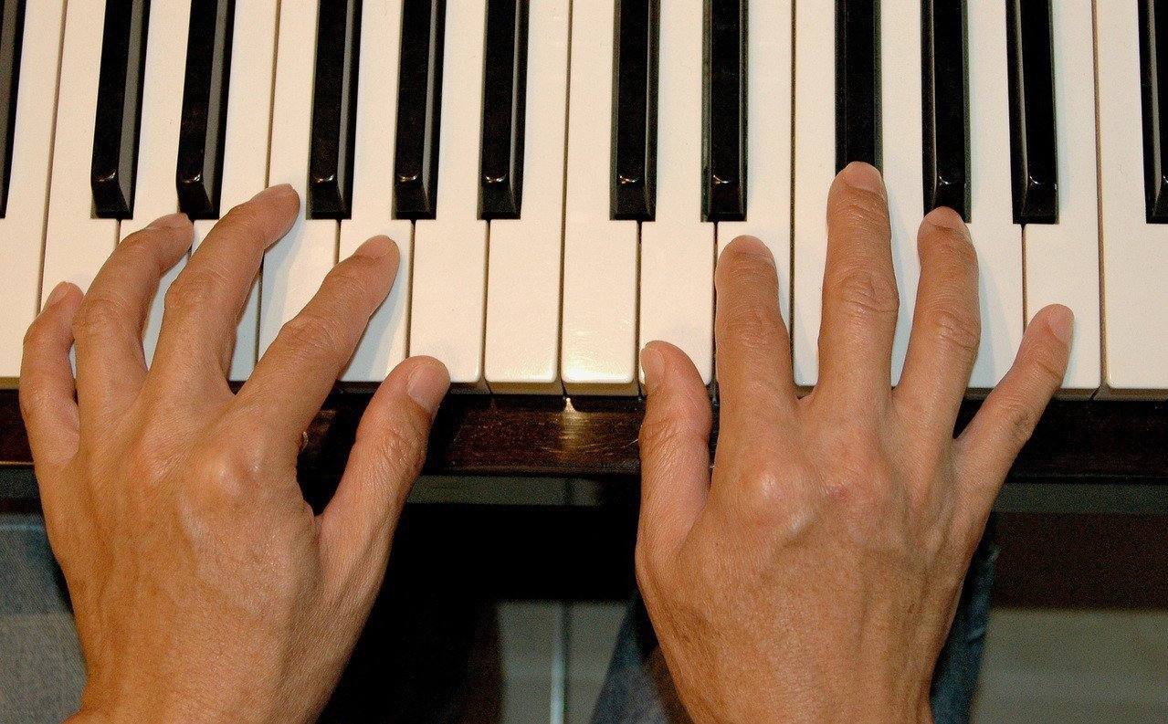 日籍鋼琴家手指不適影響演奏,來台治療,台灣醫師替他找出病因。圖/本報資料照片