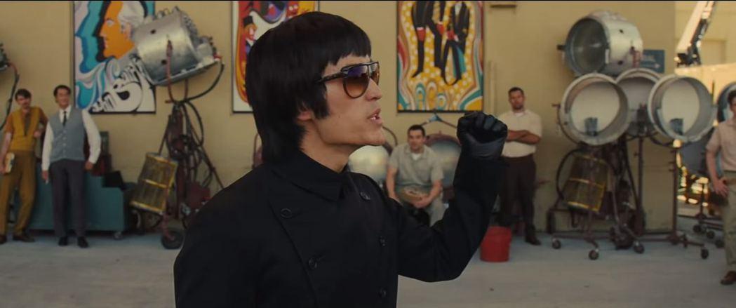 Mike Moh在「從前,有個好萊塢...」扮演李小龍。圖/摘自imdb