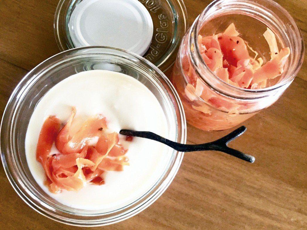 原味的黃豆優格搭上自製的發酵胡蘿蔔,是意外的美味。 朱慧芳