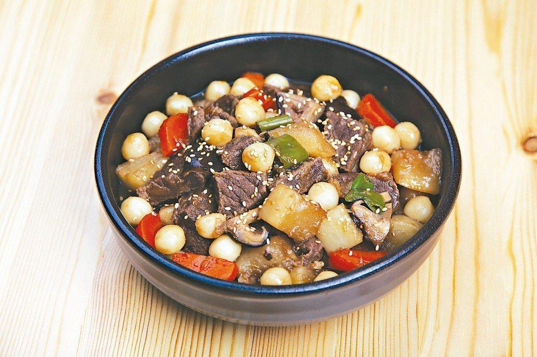 牛肉燉年糕 圖╱摘自采實文化出版《10分鐘做晚餐》