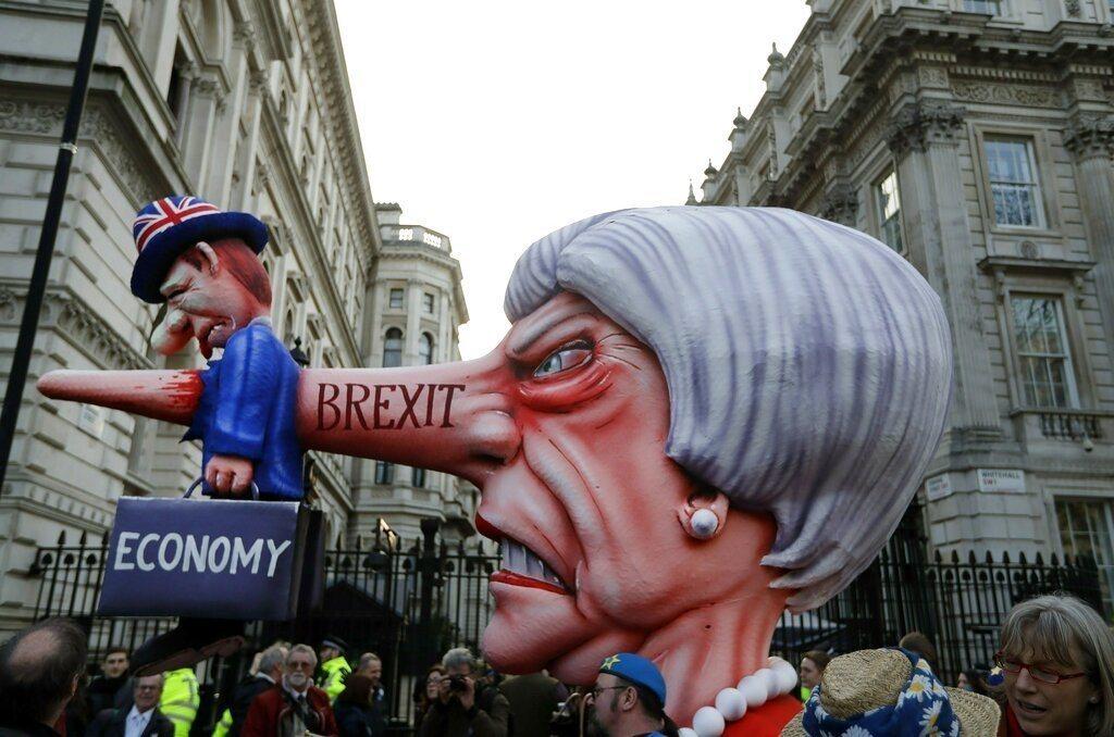 英國脫歐的過程歹戲拖棚,23日估計有超過100萬人走上倫敦街頭,要求舉行二次脫歐...