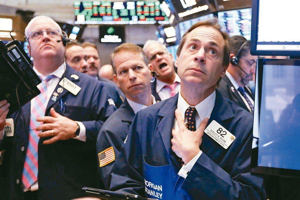 債市指標閃現2007年來首見的衰退警訊,升高市場對美國聯準會(Fed)年底前可能...
