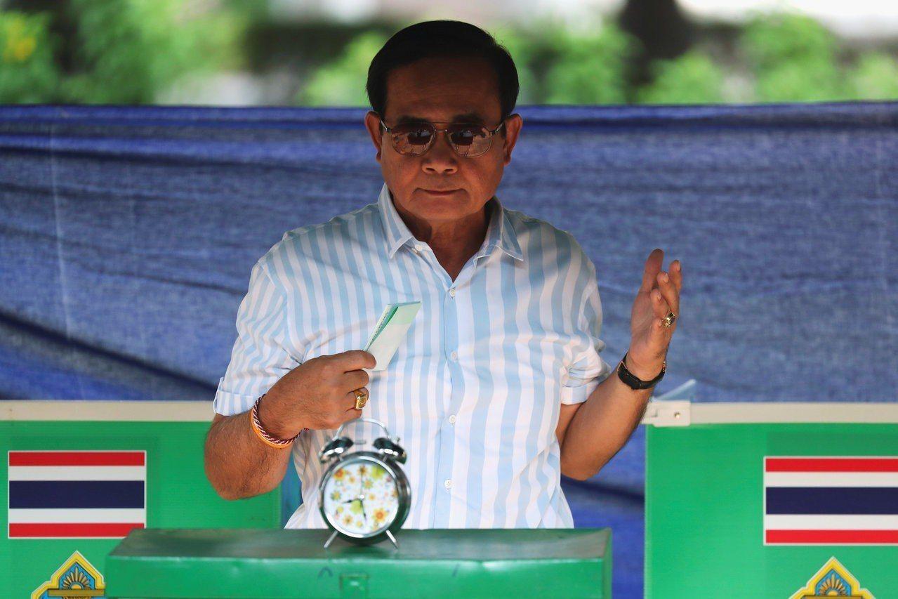泰國總理候選人巴育,22日首度現身該黨造勢場合。 路透