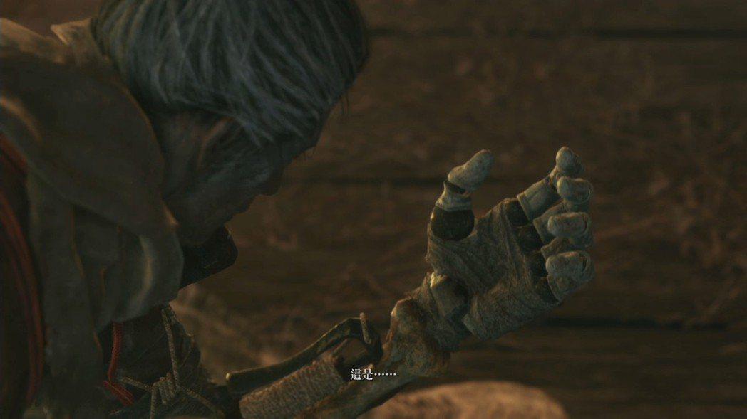 玩家在遊戲裡面取得的忍義手,可以裝備多樣化的忍具,進行各種不同的特殊攻擊。