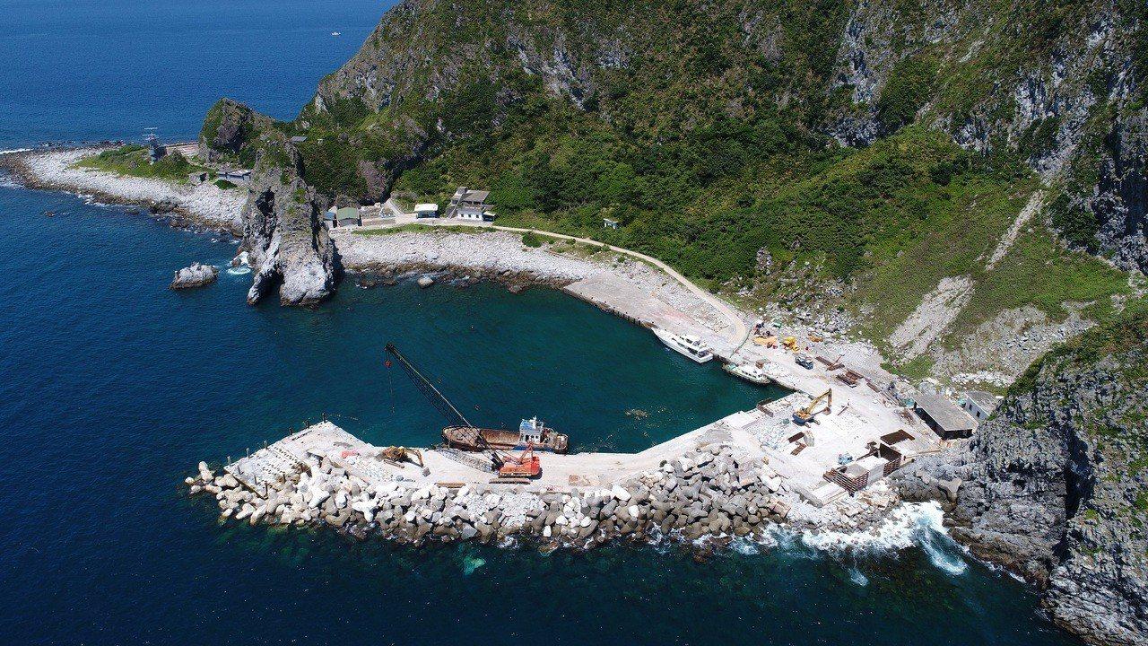 基隆嶼受到蘇力颱風侵襲而封閉。圖/基隆市政府提供