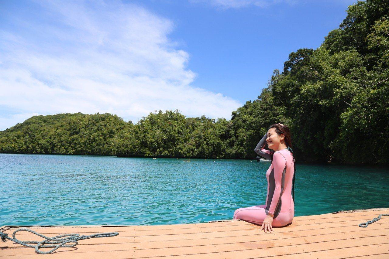 到帛琉防曬相當重要,尤其是愛美女性,可穿著防曬衣或水母衣,以達到防曬效果。記者魏...