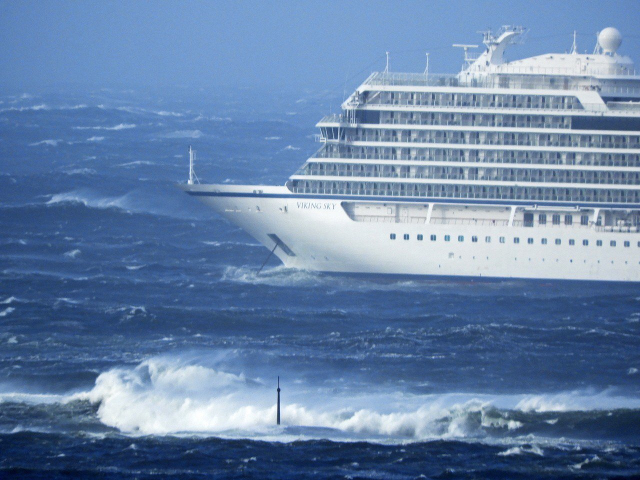 挪威一艘載有1300名乘客和船員的郵輪23日因引擎故障受困海上。歐新社