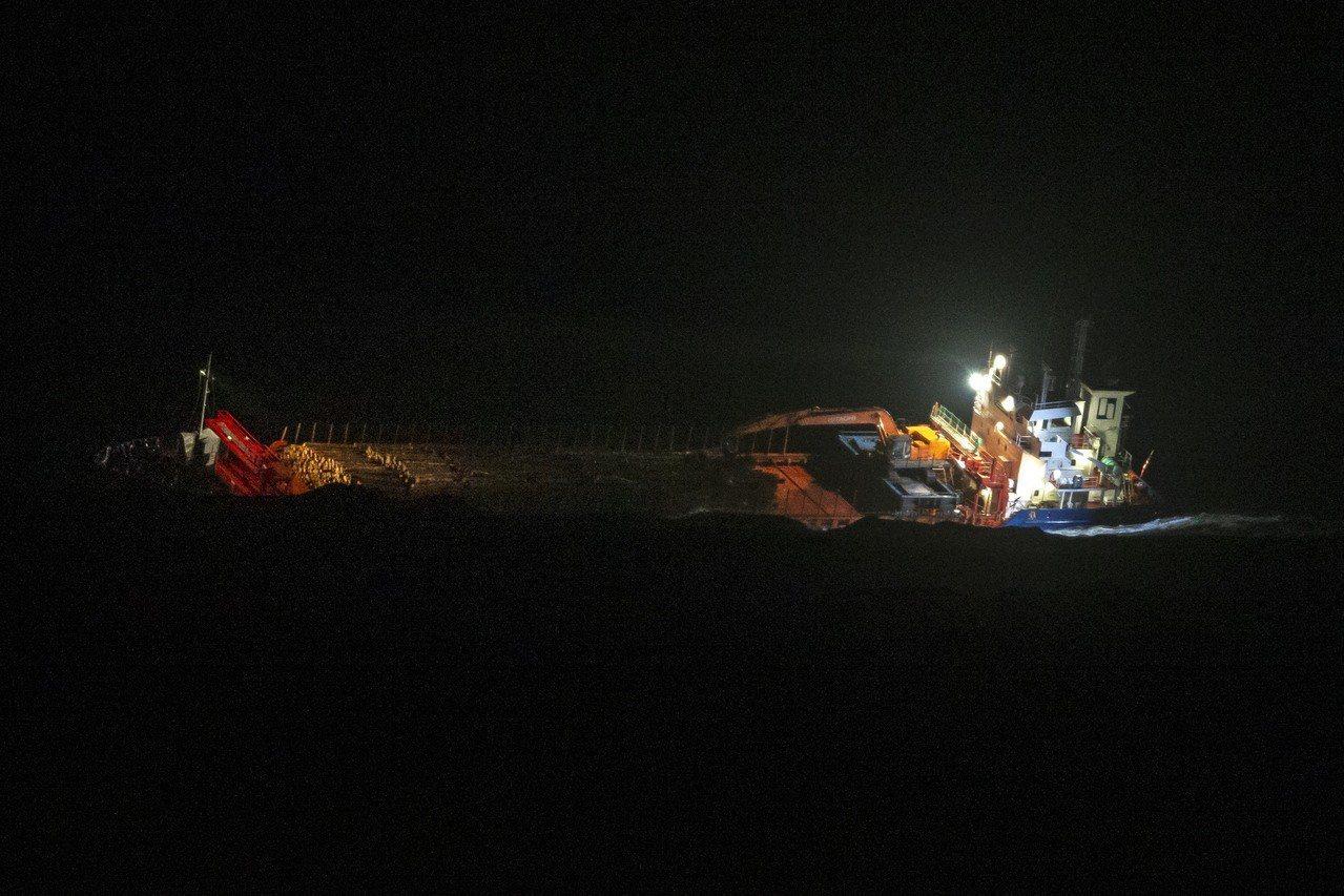 維京天空號受困挪威西域外海,救援行動漫長。歐新社