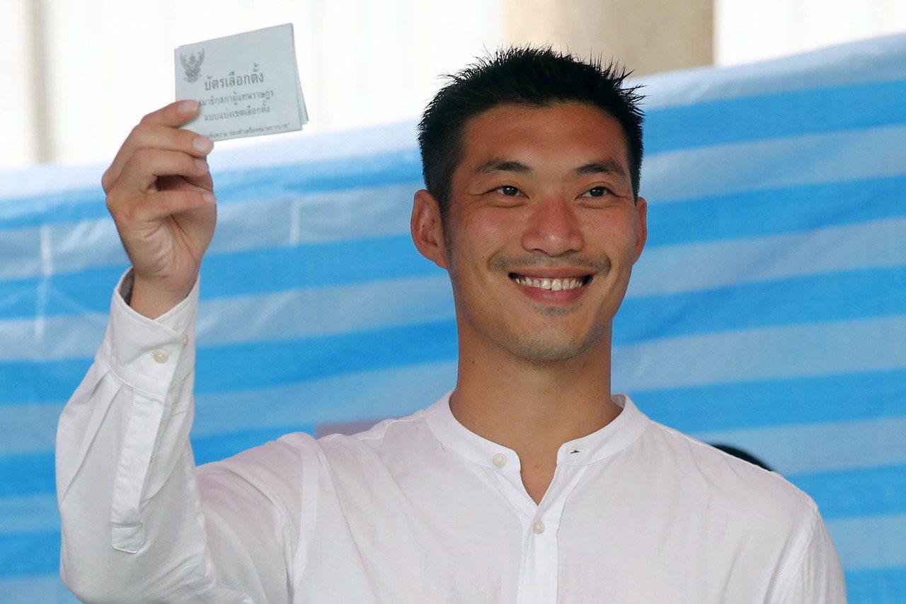 創立「未來進步黨」的塔納通24日在曼谷選區投票。歐新社