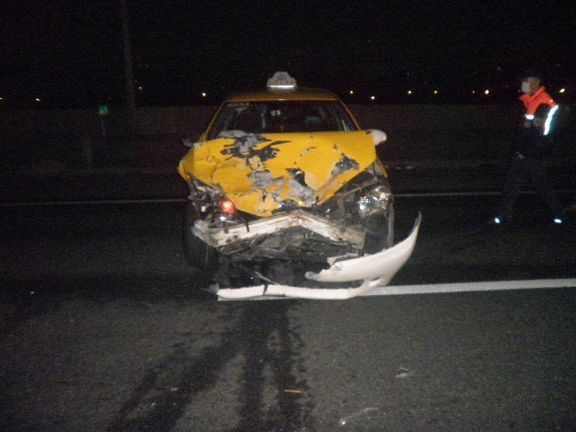 計程車後來追撞死者的休旅車。記者林伯驊/翻攝