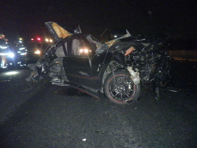 死者駕駛的休旅車已撞得只剩三分之二,根本認不出全貌。記者林伯驊/翻攝