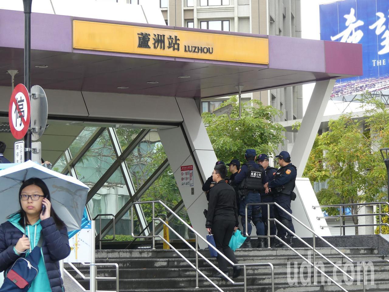 天道盟前盟主蕭澤宏今天下午在新北市蘆洲區舉行告別式,捷運站出口也有荷槍實彈霹靂小...