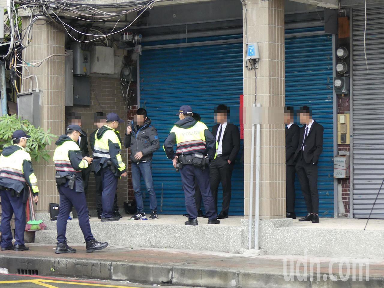 警方在周邊道路擴大動員安檢,加強盤查。記者林昭彰/攝影