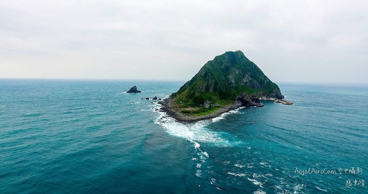 基隆嶼奇景「基隆海檻」,張東隆空拍拍出全貌。圖/張東隆提供