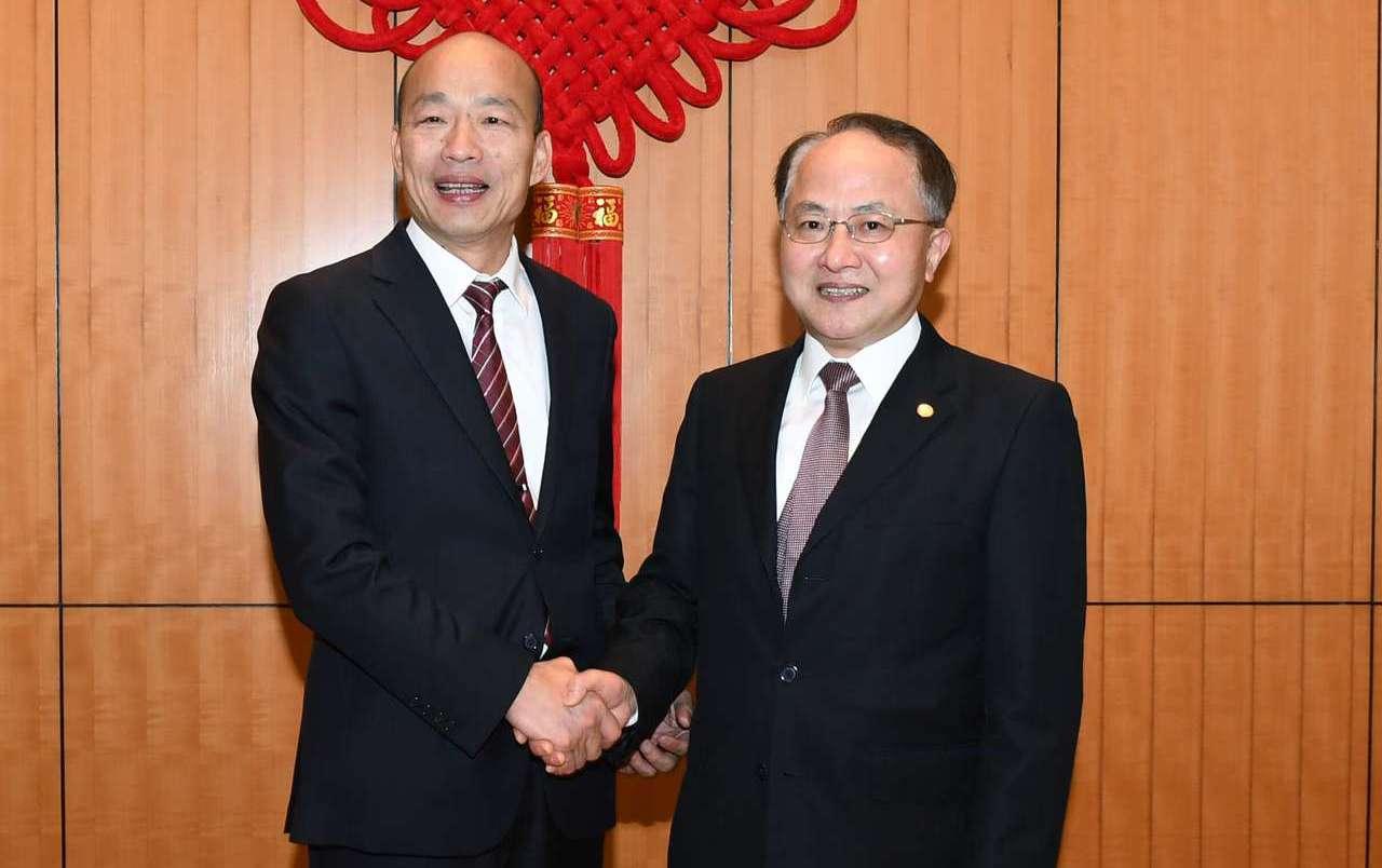高雄市長韓國瑜22日晚間會見香港中聯辦主任王志民。(取自香港中聯辦官網)