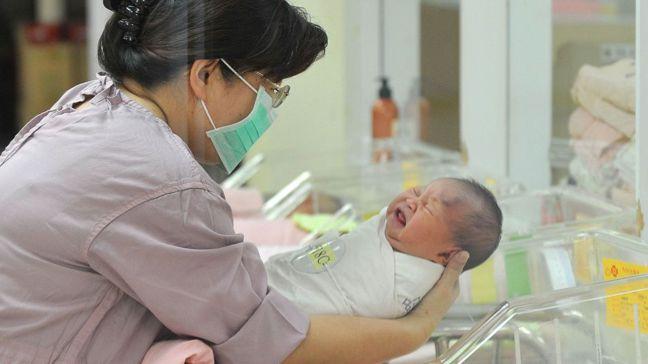 「世界人口綜述」網站列出2019年版的各國出生率排名,在全球200個國家中,台灣...