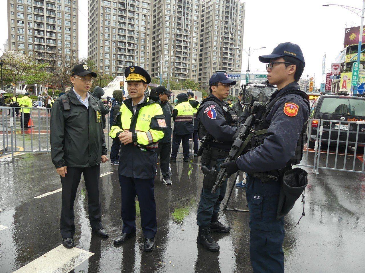 天道盟前盟主蕭澤宏今天(24日)下午在新北市蘆洲區舉行告別式,警方動員超過400...