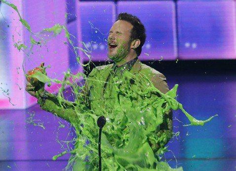 「兒童民選獎」頒獎典禮於23日在美國洛杉磯舉辦,克里斯普萊特去年主演「侏羅紀世界:殞落國度」拿下「最佳動作片演員獎」,他領獎時表明他非常喜歡「兒童民選獎」的原因,就是因為這裡有很多「綠色漿汁」,話一...