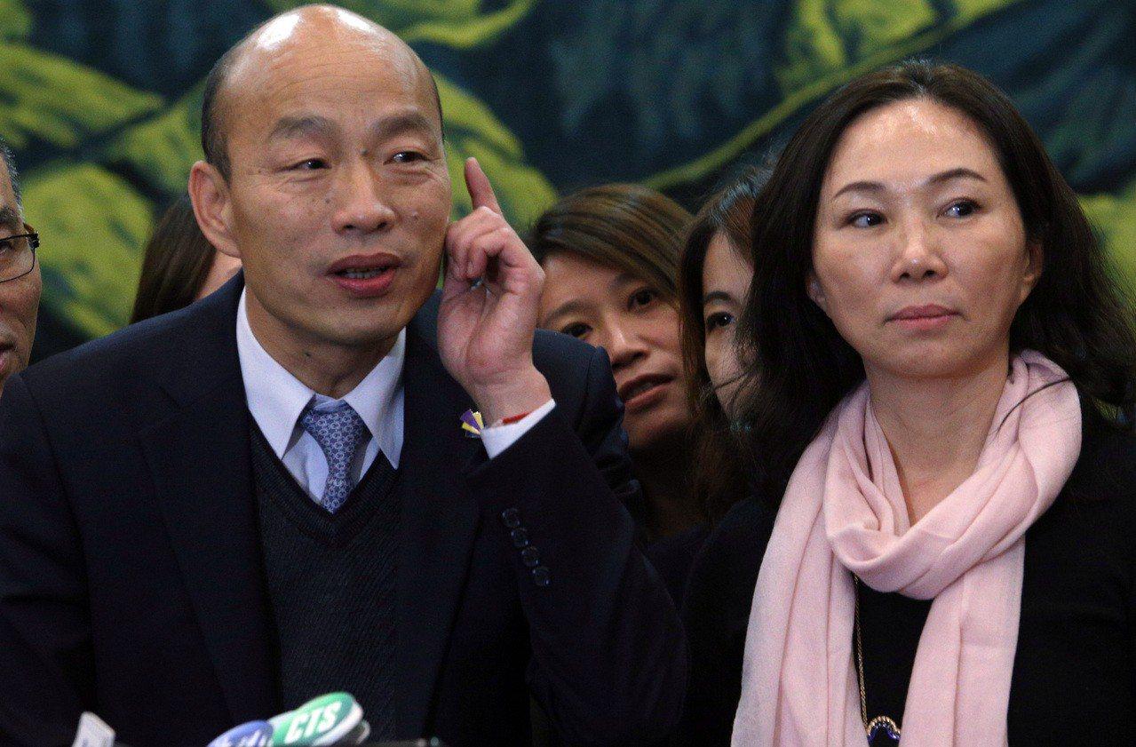 高雄市長韓國瑜與妻子李佳芬。 聯合報系資料照/記者劉學聖攝影