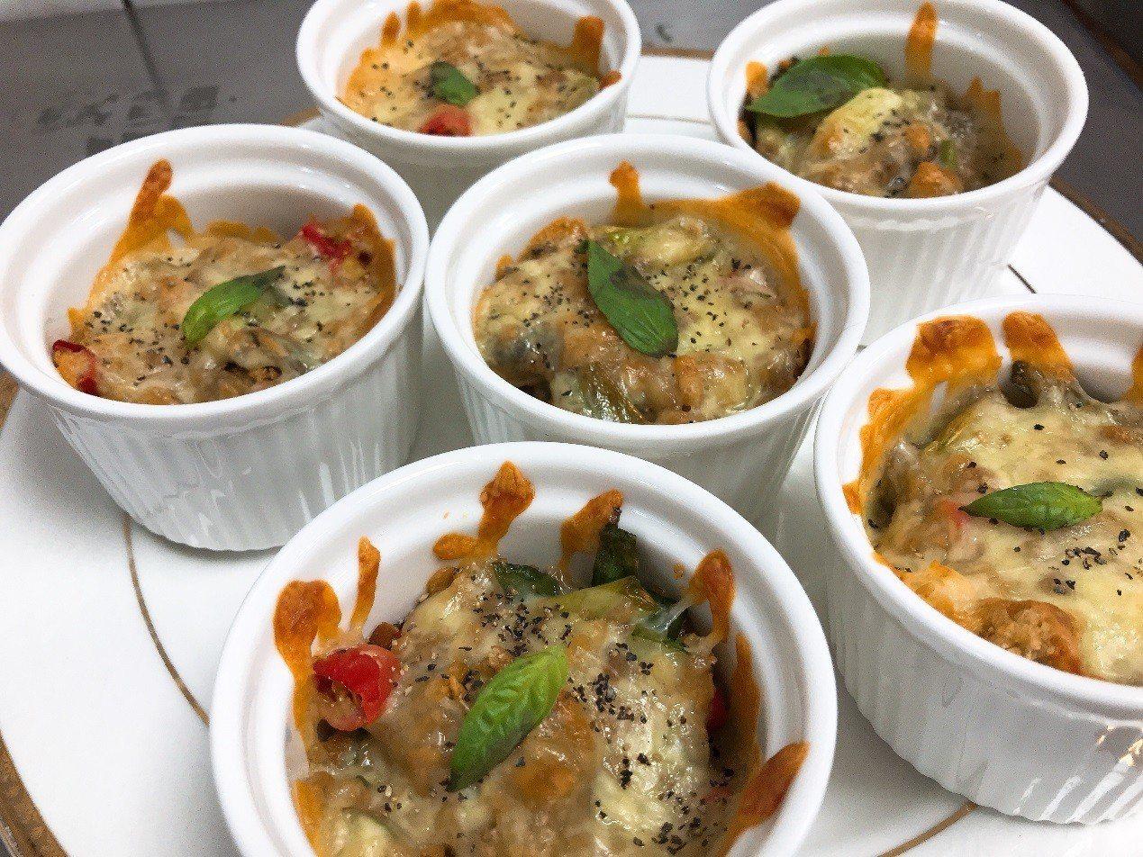 第一名是結合中西式的烹調法的焗烤避風塘炸鮮蚵。圖/協志工商提供