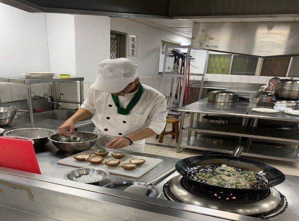 協志工商餐飲科最近舉辦鮮蚵創意料理大賽。。圖/協志工商提供