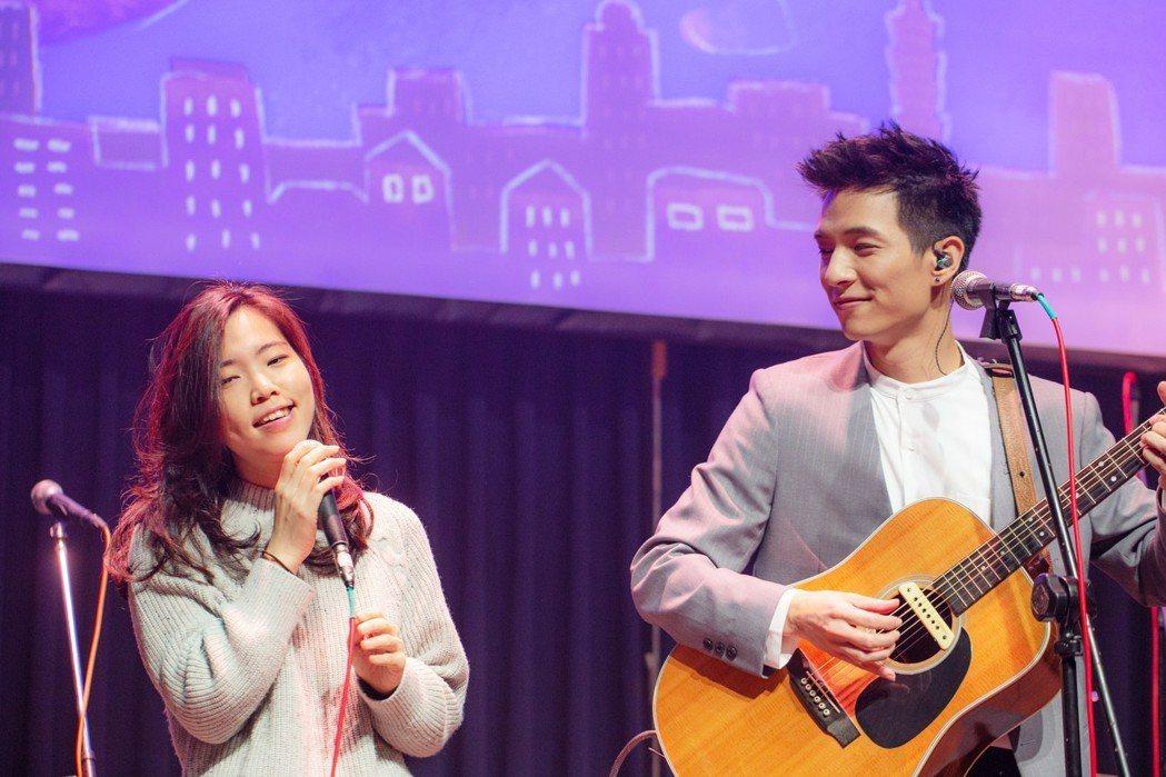 黃奕儒(右)邀請網紅小熱擔任嘉賓。圖/相映國際提供